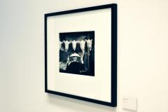 GUY BOURDIN - Chapeaux-Choc - 1955 - Installationsansicht aus der Ausstellung im Haus der Photographie / Deichtorhallen Hamburg, 1.11.2013 - 26.1.2014 - Kurator Ingo Taubhorn